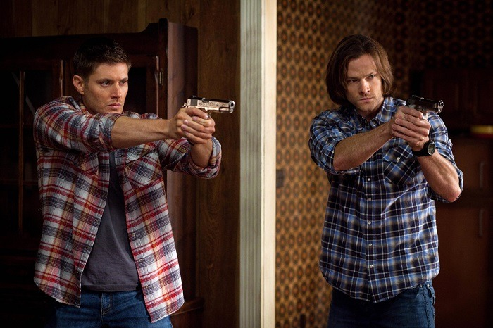 The Supernatural stars frequently wear plaid long sleeved shirts, often with the sleeves rolled up.